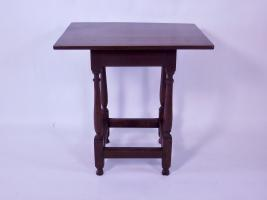 Pennsylvania Queen Anne Stretcher Base Table