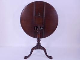 Philadelphia Mahogany Tea Table