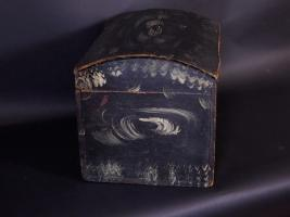 Black And White Decorated Dome Lid Box